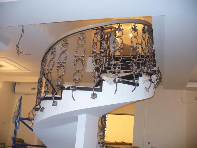 Комбинированные балясины металл - дерево - Производство