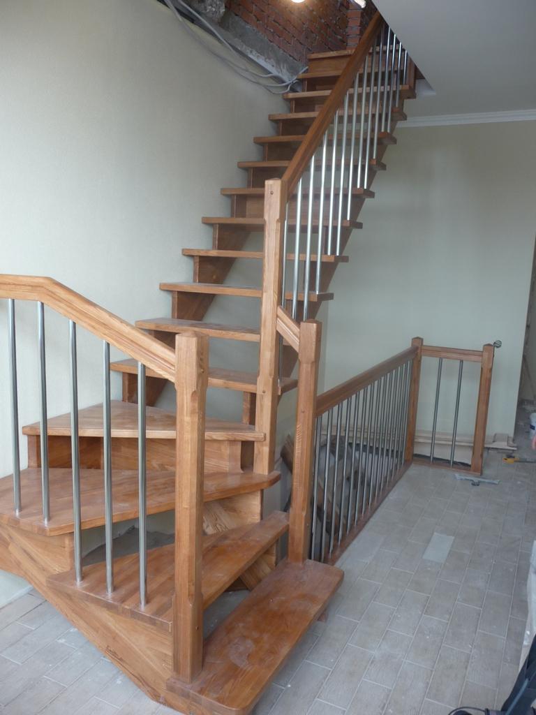 Примеры деревянных лестниц в коттеджах